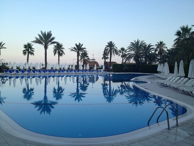 bazén u hotelu.jpg