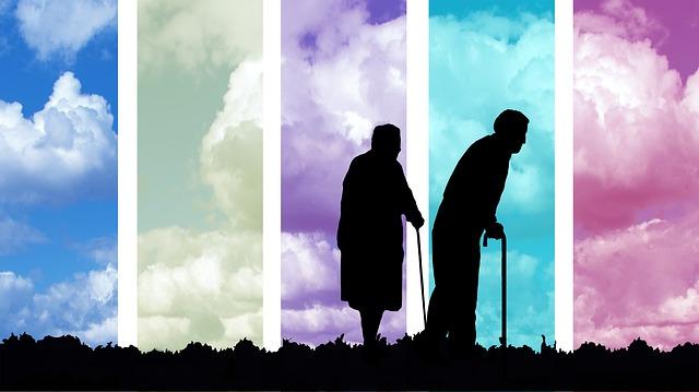 siluety seniorů